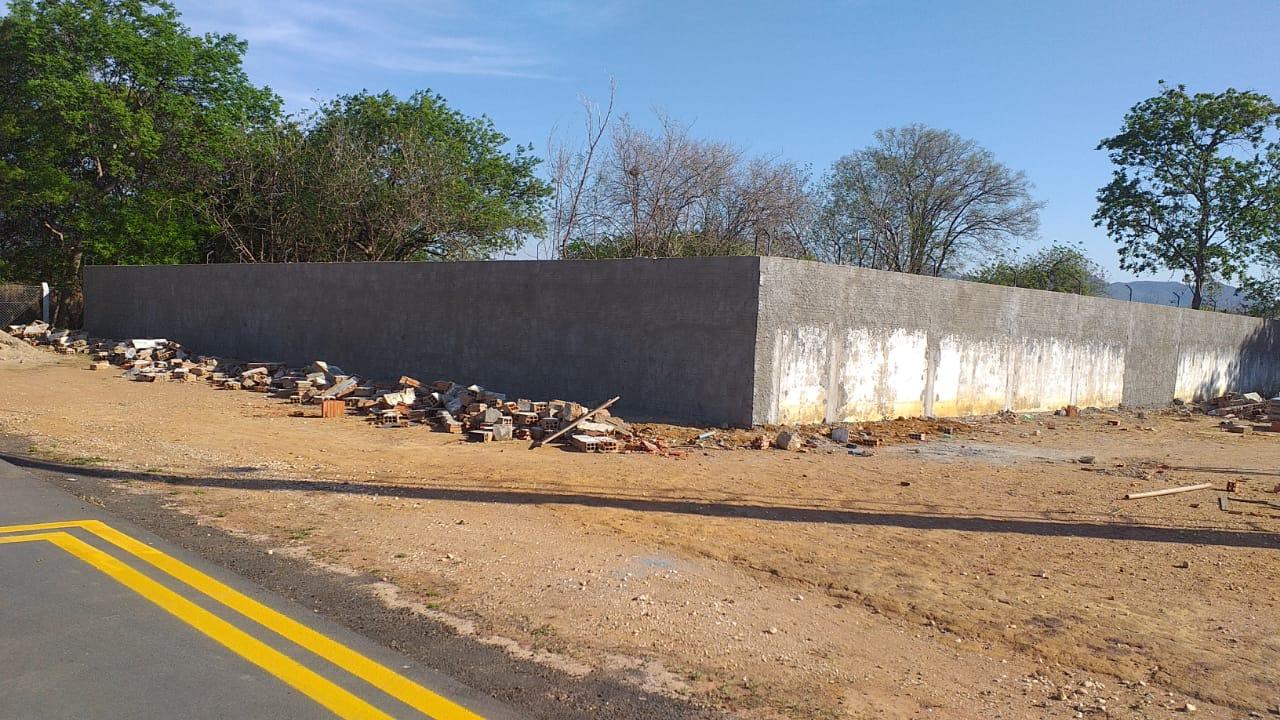 Demolição e construção do muro do Aeroporto Municipal Isaac Moura Rocha